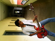 i want to sell ma new bass guitar